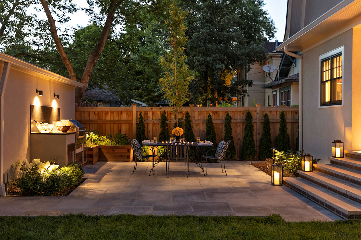 Urban Retreat patio and outdoor kitchen by Livit Site + Structure